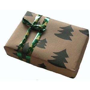 Varen indpakkes i gavepapir